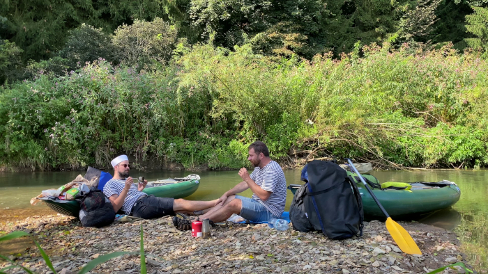 Paddling tramp - Vodovandr s kamarádem, Táboření u řeky s kytarou